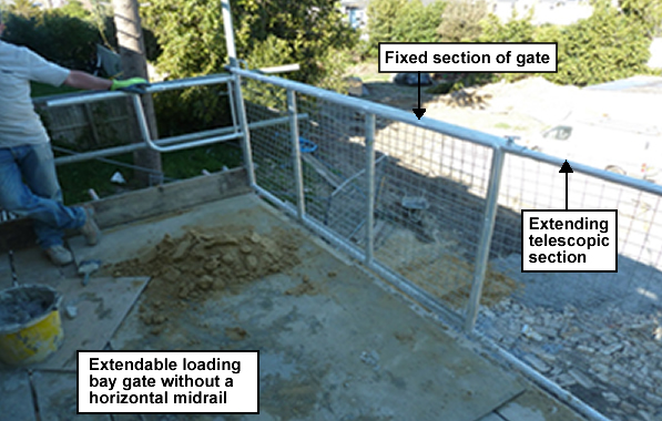 Extendable loading bay gate without a horizontal midrail